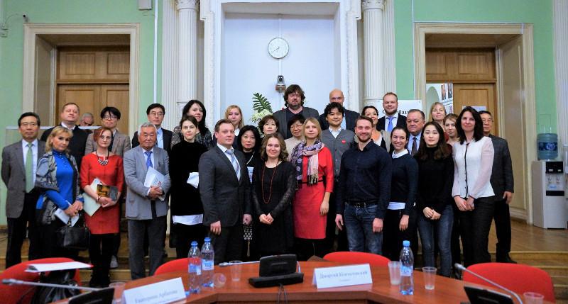 Участники оценили развитие двусторонних гуманитарных связей, обсудили перспективы сотрудничества.