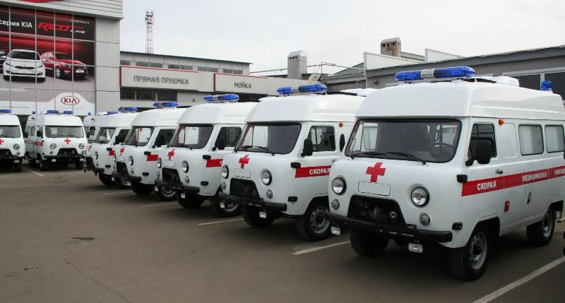 Шестнадцать машин повышенной проходимости были переданы центральным районным больницам для обслуживания людей, проживающих в сельской местности.