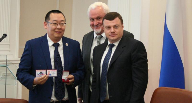 Андрей Ким первым из тренерского состава федерации тхэквондо МФТ России удостоился такого высокого спортивного звания - Заслуженный тренер России.